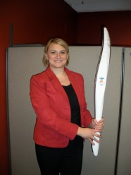 Darija Slokar sa Olimpijskom bakljom ZOI 2010 Vankuver