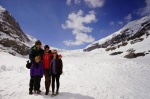 Dejan, Dzeni, Mia i Lara na gleceru Atabasca