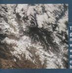 50 MILONA godina postojanja Mont Everesta Himalaje nisu ni slucajno najstarije u geoloskom smislu, one su, provjereno je, stare 50 milliona godina. Ovaj planinski masif formiran je kada se Indo-Australijska ploca sudarila sa Euroazijskom plocom, zabijajuci u nju ogromnu masu  zemlje praveci tako veliki valoviti teren. Sa 8.848 m Mont Everest je najveci vrh tog talasa.