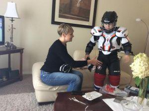 Stefan sa mamom Darijom prvi put oblaci hokej oopremu