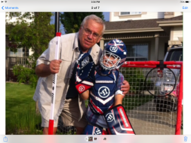 Stefan i Vlatko igraju ulicni hokej/street hockey
