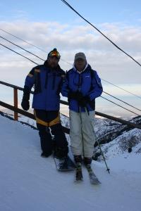 Vlatko i Hassan – sef staza – na vrhu skijalista Chymbulak iznad Almaty (KZ)