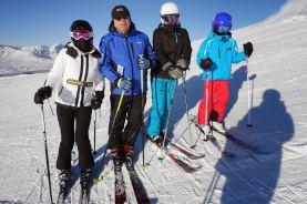 Vlatko sa djecom na skijanju